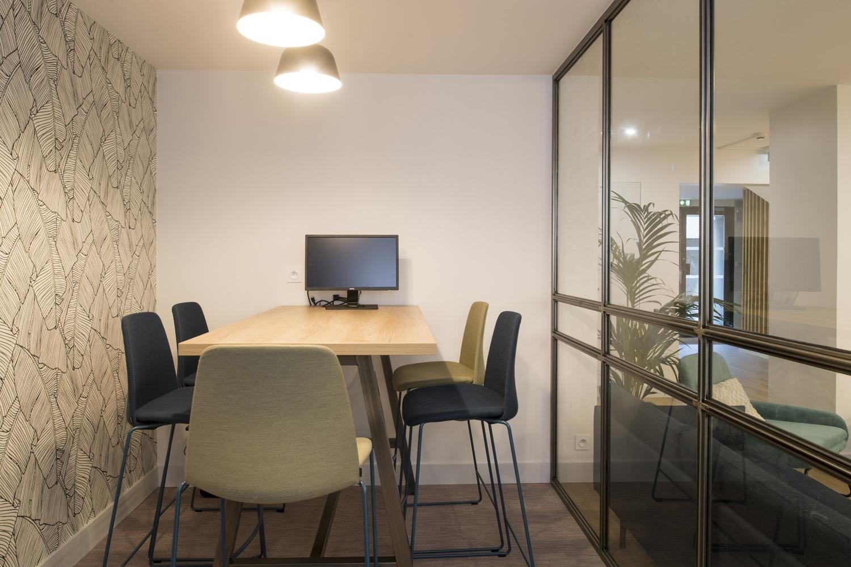 espace de réunion chaise haute inclass