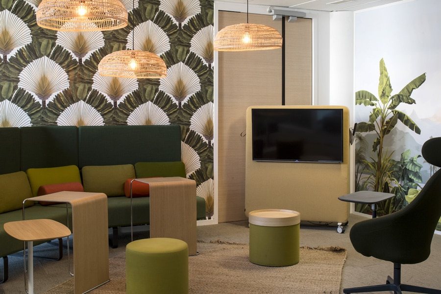 Settle de Bene, tapis et plafonniers de HK Living , Pli de Bene, Drum de softline, Trunk de cascando, papier peint Peppermint